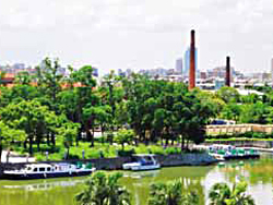 The City government plans to integrate Ieisure activities in Jhongdou Wetlands Park into the Love Boat voyage and tours around Jhongdou Brick Kiln.