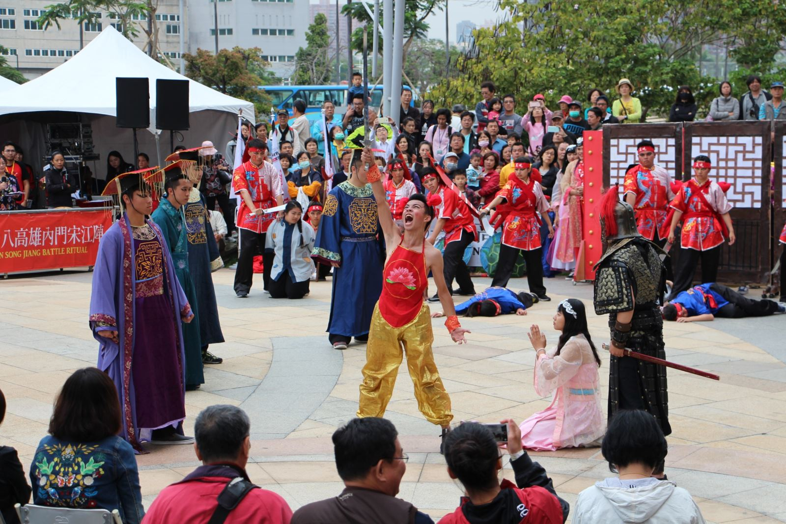 Song Jiang battle art performed at Dream Mall