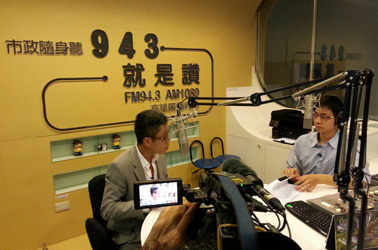 Municipal Radio Broadcasting Center interviewed the Director General Yun-Kung Ting.