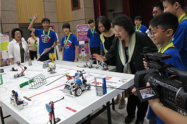 Prize awarded for World Robotics Contest