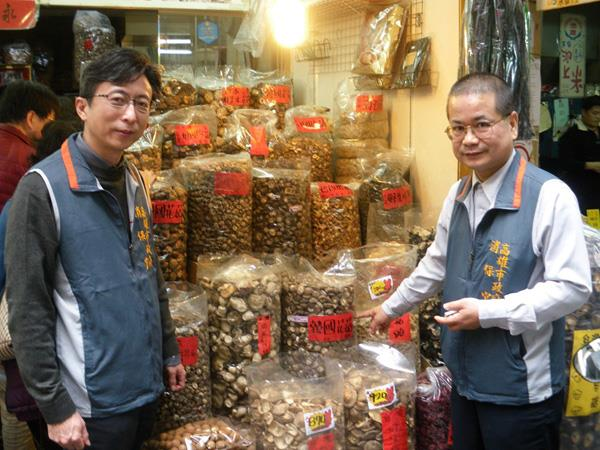Consumer protection officer conducting food safety inspection in Lunar New Year Fair