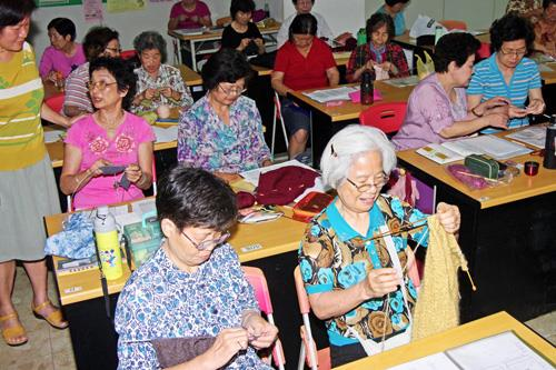 School of the elderly~ knitting course